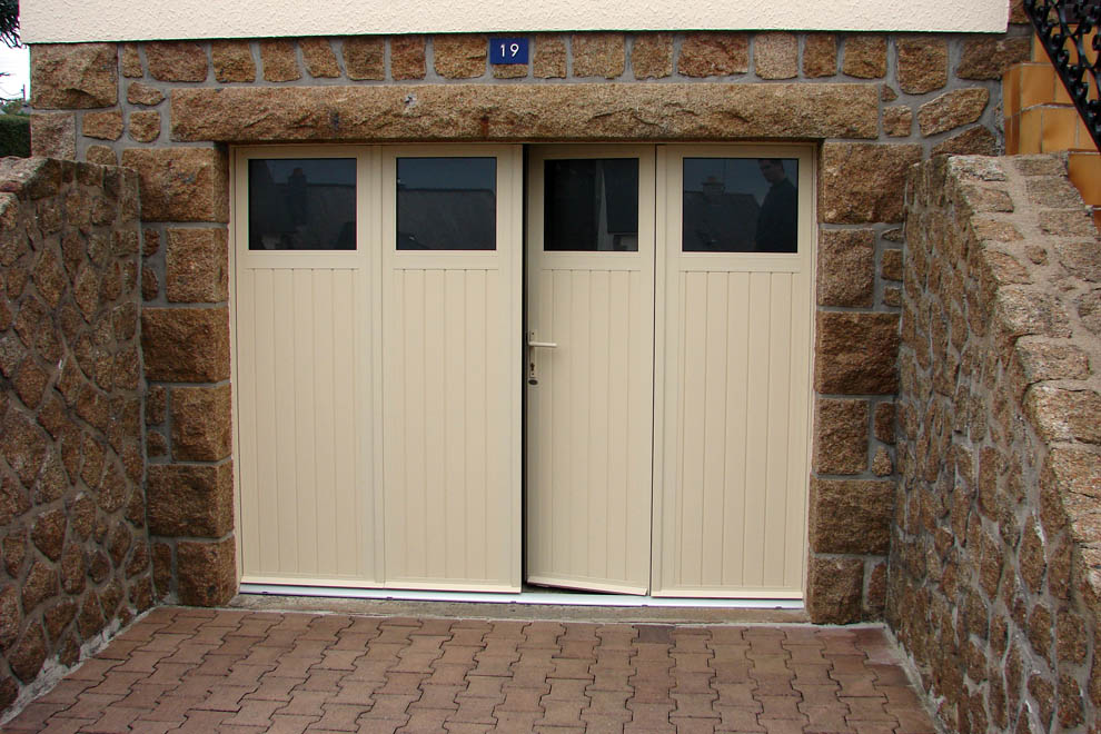 Portes de garage et portailsstores barraquet pau for Porte de garage 2 battants sur mesure